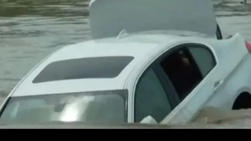 Il reçoit une BMW au lieu d'une Jaguar ... il la jette dans la rivière