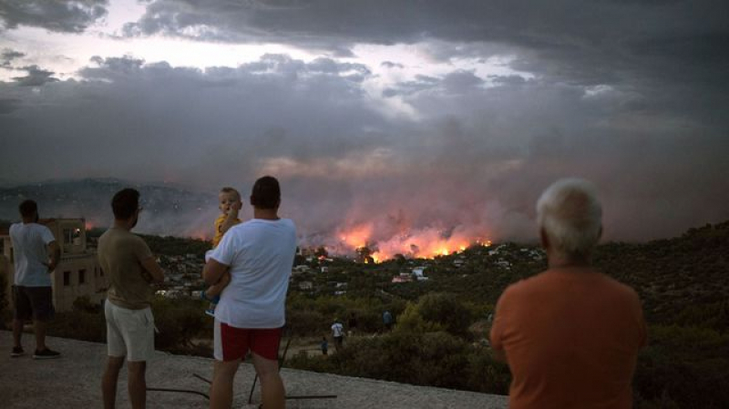 Incendies à Athènes: Au moins 74 morts et plus de 100 blessés