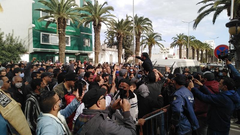 Jendouba : Des manifestants appellent au limogeage du gouverneur