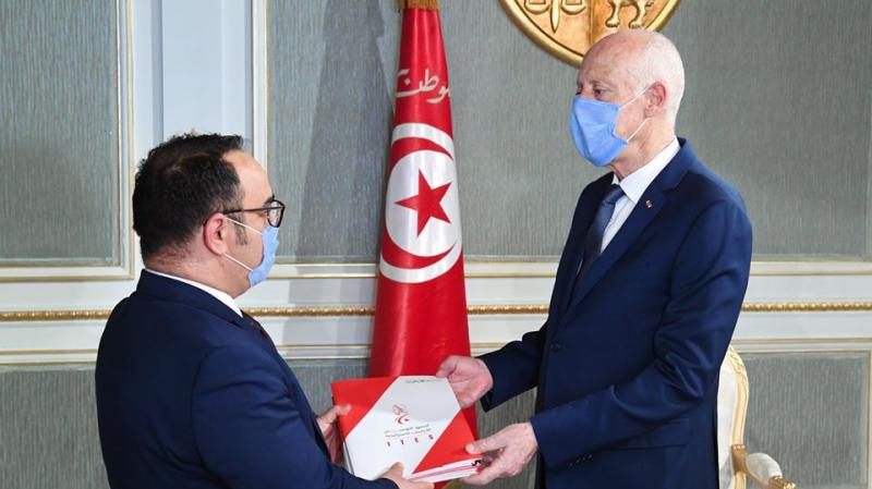 Kaïs Saied s'entretient avec le directeur de l'ITES