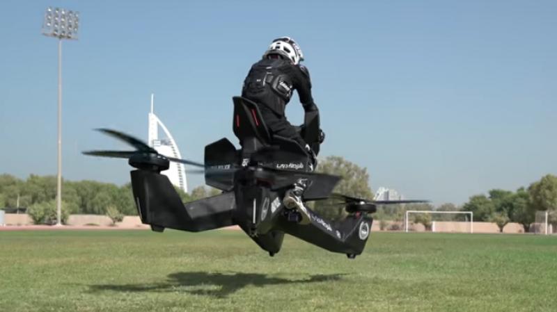 La police de Dubaï équipée de motos volantes