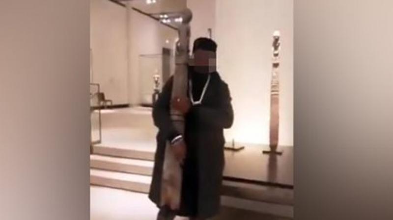 Le Louvre:  Un homme tente de voler des œuvres