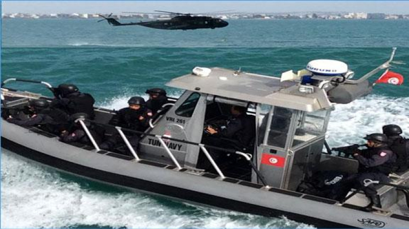 Zarzis la marine nationale sauve six migrants clandestins