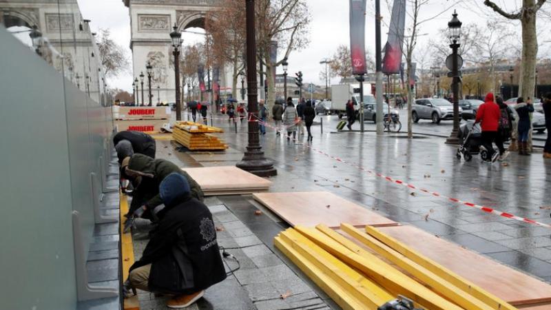 Paris sous haute tension, barricadée