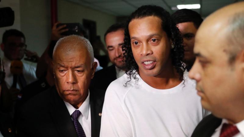 Ronaldinho assigné à résidence dans un hôtel