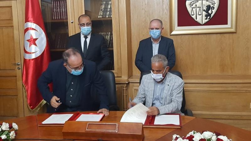 Signature de l'accord des ouvriers des chantiers
