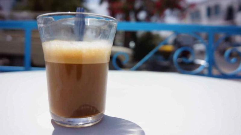 Takelsa: Il transforme sa maison en café!