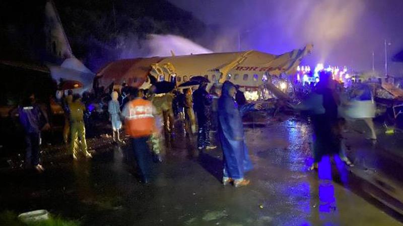 Un avion de ligne sort de la piste en Inde : Au moins deux morts