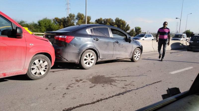 Un chauffeur de camion perd le contrôle et heurte 8 voitures