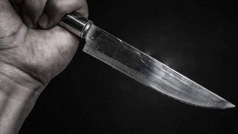Un chauffeur de taxi poignarde un client