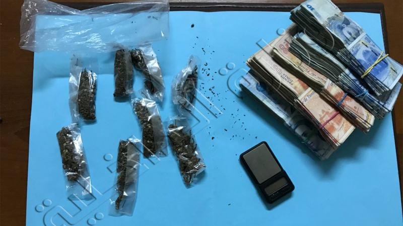 Un individu arrêté pour avoir planté de la marijuana à la maison