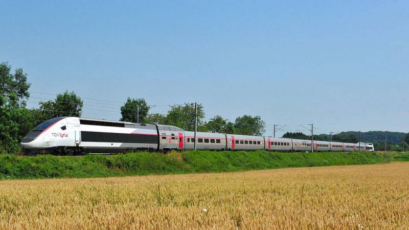Un TGV percute deux bouteilles de gaz placées sur les rails