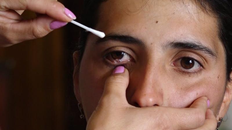 Une arménienne pleure des cristaux