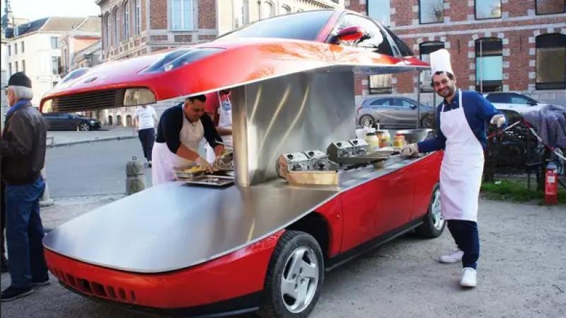 Une Fiat coupé transformé en baraque à frites