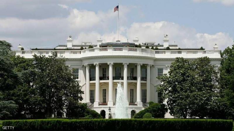 Une voiture percute une barrière de sécurité de la Maison Blanche