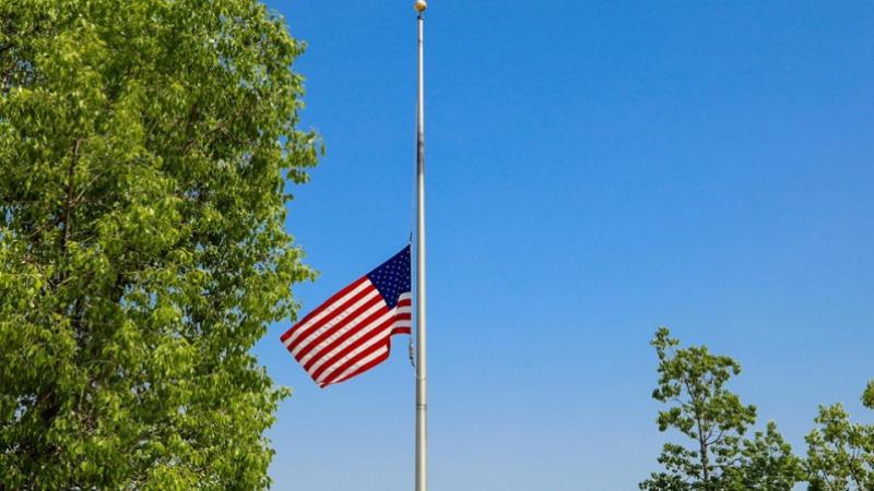 USA: Les drapeaux mis en berne pour honorer les victimes du Covid-19