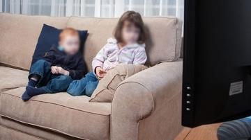 تركت طفليها بمفردهما لشهر كامل للتمتع بعطلة