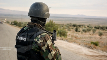 القصرين: ضبط 14 أجنبيا اجتازوا الحدود البرية التونسية الجزائرية خلسة