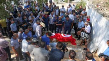 Mechichi aux funérailles du militant Ahmed Ben Salah