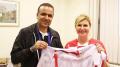 الجريء يهيدي قميص المنتخب لرئيسة كرواتيا