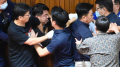 لكْمُُ وركْلُُ داخل البرلمان في تايوان