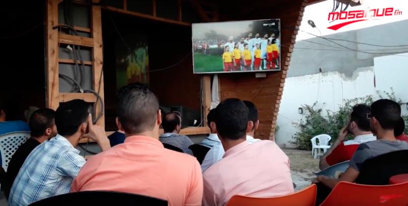اجواء مباراة تونس و انقلترا باحد مقاهي سوسة
