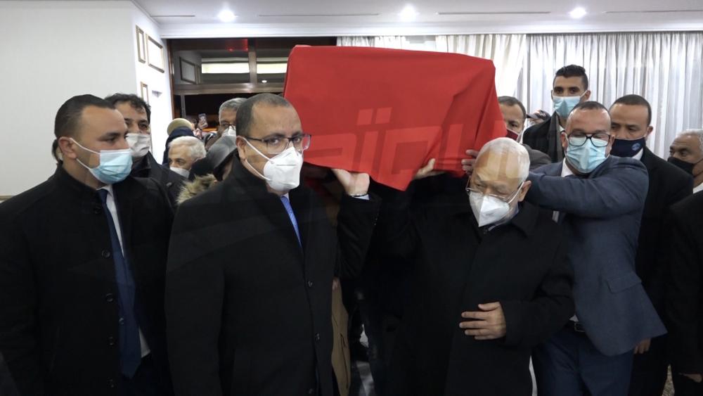 وصول جثمان الراحلة محرزية العبيدي إلى تونس