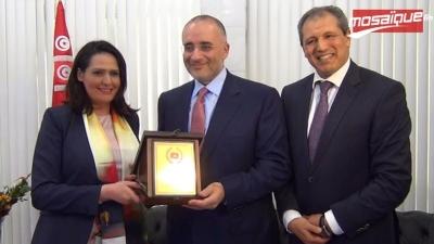 Majdouline Cherni rend hommage à Tarak Bouchamaoui membre de la FIFA