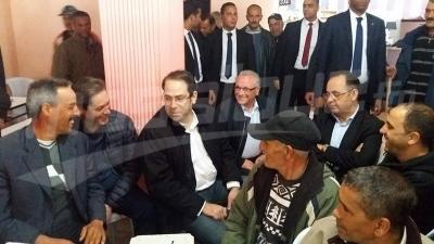 Naassen: Chahed s'engage à résoudre le problème de 1000 familles