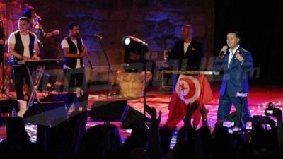 رغم الاكتظاظ ، جمهور قرطاج يرقص ويغني مع راغب علامة