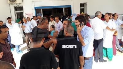 تطاوين : وقفة احتجاجية لأعوان وإطارات المستشفى الجهوي