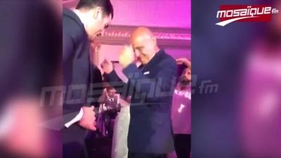 L'ambassadeur de France se déhanche lors du mariage de Habiba Ghribi