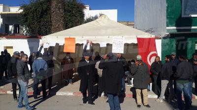 Jendouba: des agriculteurs protestent et annoncent avoir entamé un sit-in ouvert
