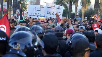 تونس العاصمة: مسيرة ضد القرار الأمريكي و تدافع بين الأمنيين و المتظاهرين