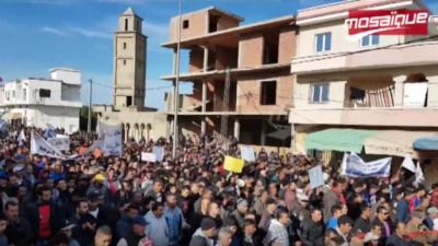 محتج في سجنان لرئيس الحكومة : 'يا نعيشو عيشة فل يا نموتو الناس لكل..'