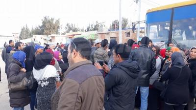 محتجون يغلقون طريق 'الشنوة' بالمنيهلة