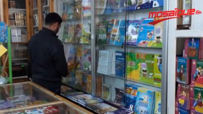 Mosaïque Fm offre une série de livres à un maçon adepte de la lecture