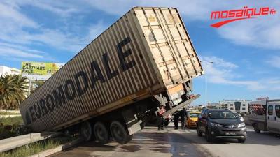 الفايدة مع هناء/اختناق مروري: تفاصيل اصطدام سيارتين وانزلاق شاحنة ثقيلة