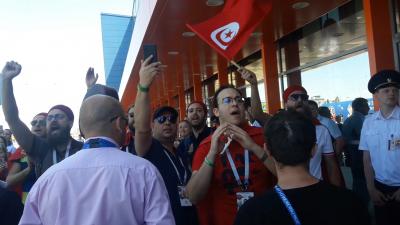 L'EN saluée par les supporters tunisien en quittant Volgograd