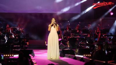 Première apparition de la fille d'Amina Fakhet sur la scène de Carthage
