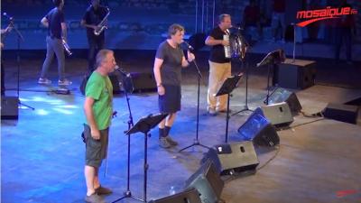 Emir Kusturica sur la scène du festival d'Hammamet, 9 ans après