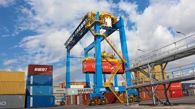 يوسف الشاهد: الرفع من طاقة استيعاب الحاويات بميناء رادس