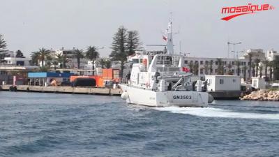 Chahed inspecte les traces de la fuite du fioul à la plage de Bizerte