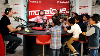 """Nejib Belkadhi offre des tickets gratuits pour le film """"regarde moi"""" à des écoliers"""