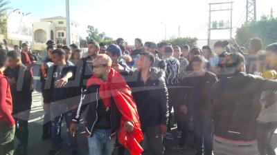 القصرين: مجموعة من الشبان يحتجون للمطالبة بالتشغيل