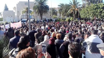 سوسة:يوم غضب المحامين والأساتذة أمام الولاية