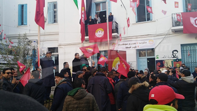 Les travailleurs commencent à se rassembler à Place Mohamed Ali