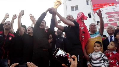 Les fans de l'ESS accueillent chaleureusement leurs champions