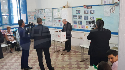Mohamed Ennaceur accomplit son devoir électoral