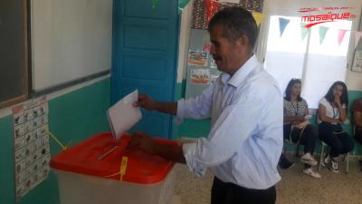 وادي مليز: موزاييك تواكب العملية الانتخابية بمركز الاقتراع عين أم هاني